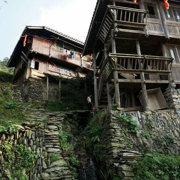 吊脚钢结构房屋图片