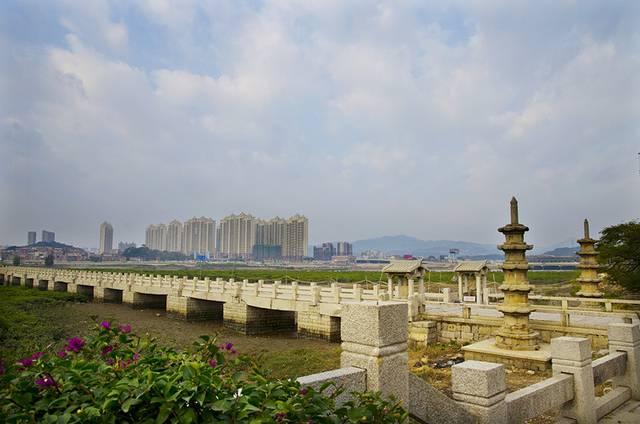 最著名的当属洛阳桥(连接洛江区和惠安县)和安平桥(连接南安市和晋江图片