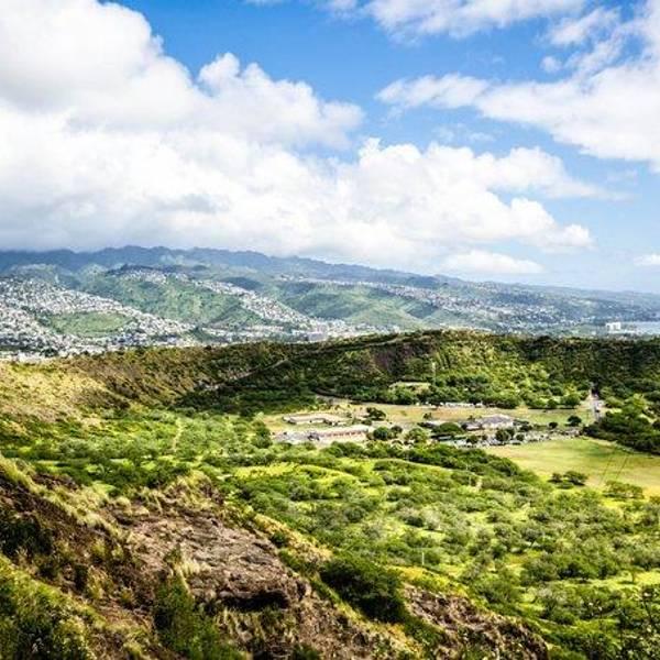钻石头山已经成为夏威夷群岛的著名地标之一,夏威夷销售的很多纪念品