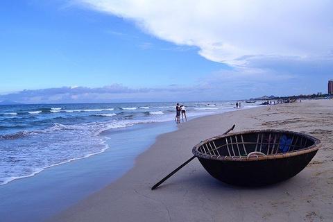 2016沙滩上很多的小窟窿是小螃蟹们的杰作_美溪海滩