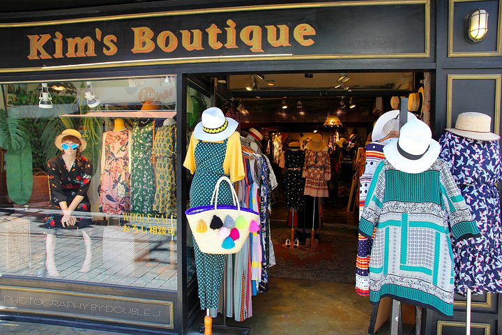 這家女裝店鋪我很是喜歡,vintage復古風,值得細細逛一逛,就在極速免稅