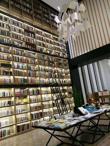 全国最大的网上书店_是我目前见到的全国最大的24小时书店.可以通宵的哦,,在厦门海沧区