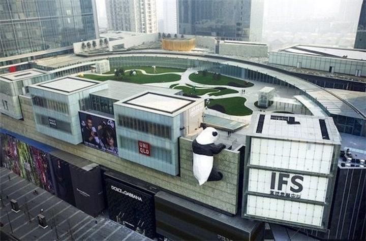 春熙路是成都目前最繁华的商业中心,附近的ifs跟太古里是一个商业体