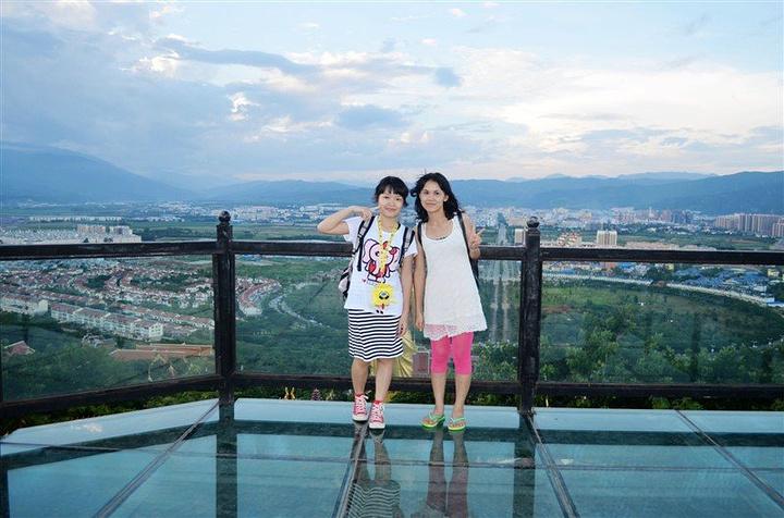 登上山顶真的很凉爽,整个景洪城尽收眼底