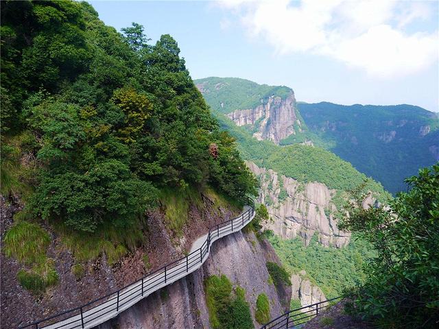 神仙居景区的景点示意图很有特点.通往另一侧的栈道.