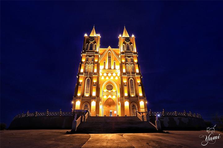 典雅的哥特式风格,是集旅游观光,欧式婚礼等功能于一体的综合性场馆