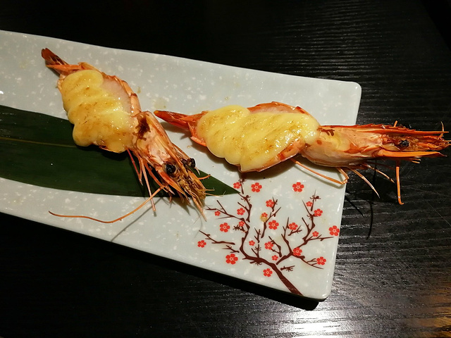 摆盘是超级精致的,香煎的火锅刚刚好,刺也比较少.