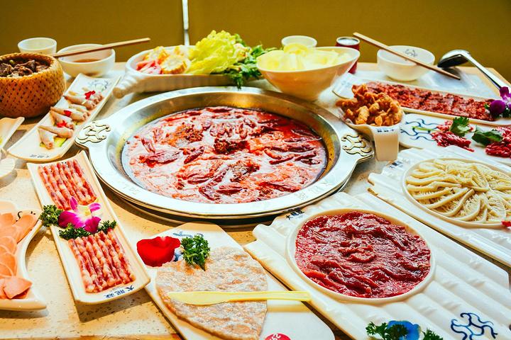 推荐菜品:鸭血,火锅牛排,坨坨牛肉!人均98元