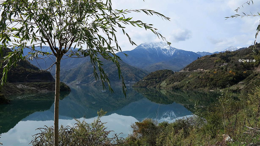 雅安 夹金山/回成都的路上,途经夹金山,没想到风景绝美啊,有雪山,有藏寨...
