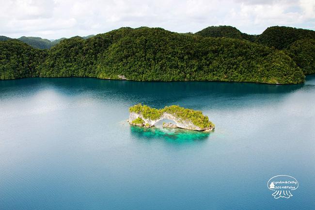 帕劳旅游攻略 面朝大海--帕劳之行  平静的海面上映衬着天空的倒影.