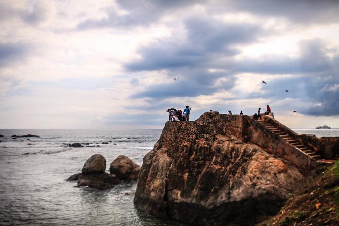 斯里兰卡加勒�9h(_加勒是斯里兰卡南部海滨城市,出名并不是由于海滩,而是城堡,它已被