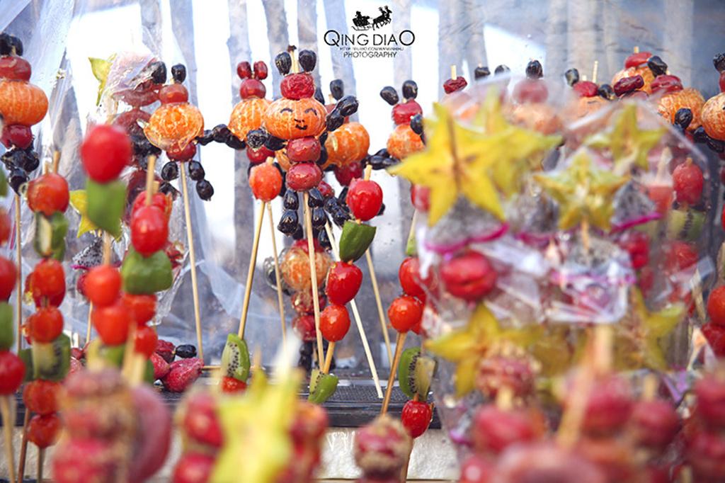 冰糖葫芦都辣么可爱,各种水果串成的.