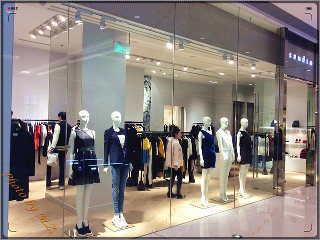 二楼和三楼均主要为服装店