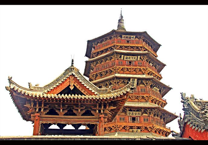 斗拱是中国古代建筑所特有的结构形式,靠它将梁,枋,柱连接成一体.