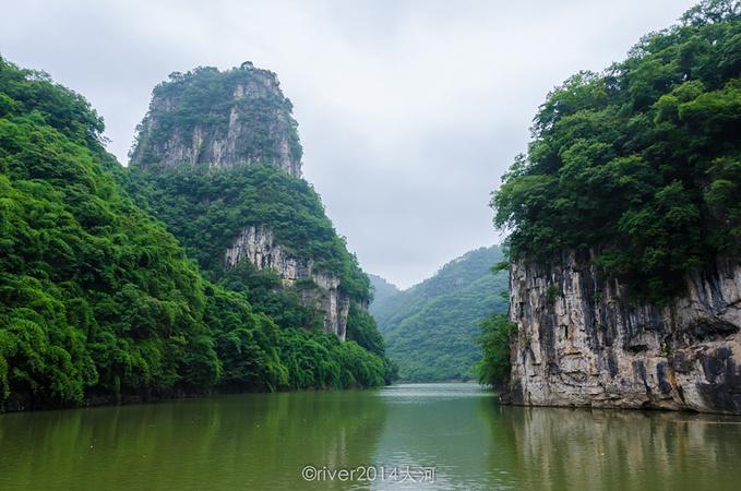 又经过了一处峡谷,风景美得如同在画中.