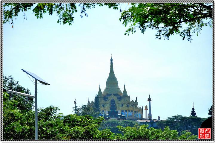 乘車返回景洪,乘游艇前往民族風情島,民族風情園位于景洪市城南,風景