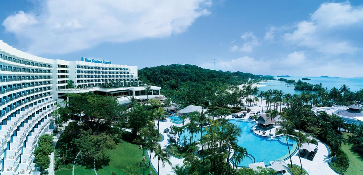 酒店位于新加坡圣陶沙岛西乐索海滩,距离乌节路的购物区有20分钟的