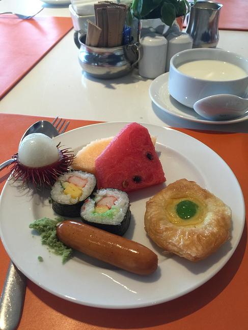 五星酒店的自助早餐,日料韩料中国料理还是外国的面包牛奶很足