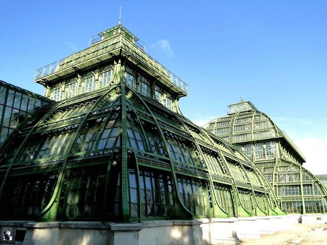 这座雄伟的钢结构建筑在90年代又被整修一新