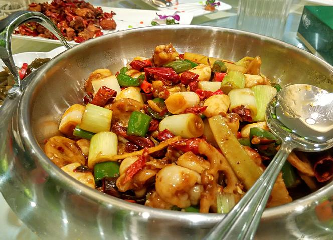 辣子鸡也不错,这类饭店能把川菜做成这样也是醉了_厚花园火锅美食