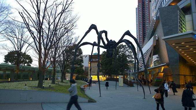 蜘蛛大妈路易丝·布尔乔亚(louise bourgeois)的著名雕塑,遍布