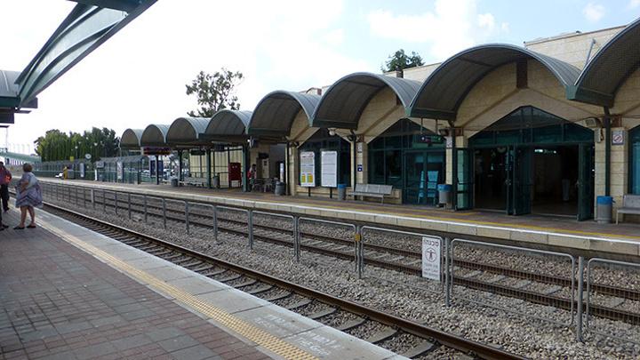 """""""天气很热, 我们在老火车站呆了2小时_老火车站""""的评论图片"""