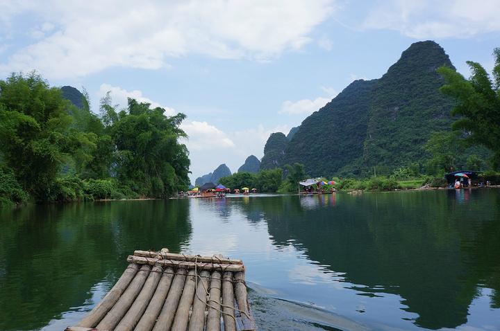 遇龙河的景色真心十分推荐,蓝天白云下的田园山水,还有阿姨开心地唱起