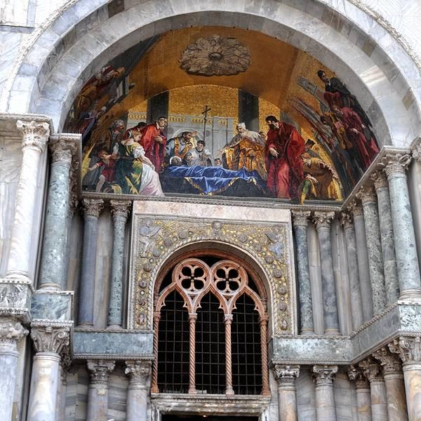 教堂拱门矢量图