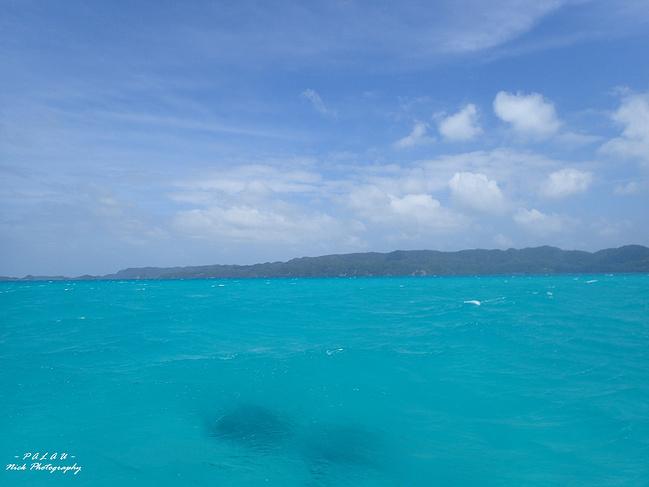 还是晴天的时候好看,浅蓝色的海水仿佛可以一眼看到底.