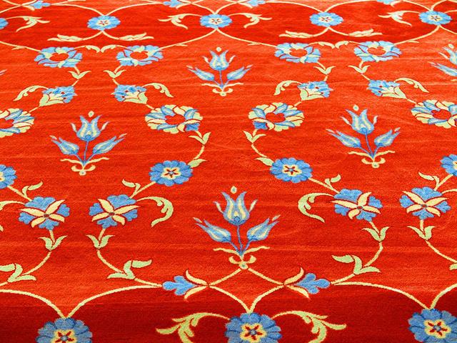 红色地毯的郁金香花纹