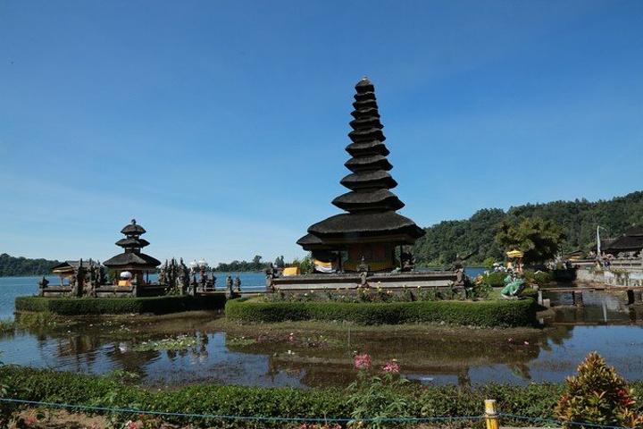 """""""从湖区下来到了巴厘岛的一个著名景点,他们..._水神庙""""的评论图片"""