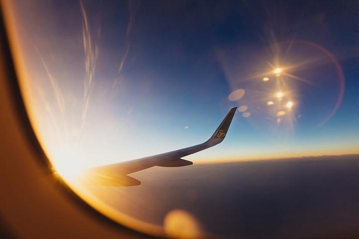 4个半小时的飞机,从日落飞到傍晚