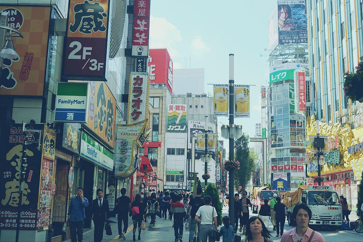 最近的电影都还不错啊.风俗店招牌是歌舞伎町的特色