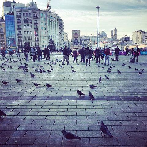 """""""...到伊斯坦布尔新城区最繁华的早晨_塔克西姆广场""""的评论图片"""