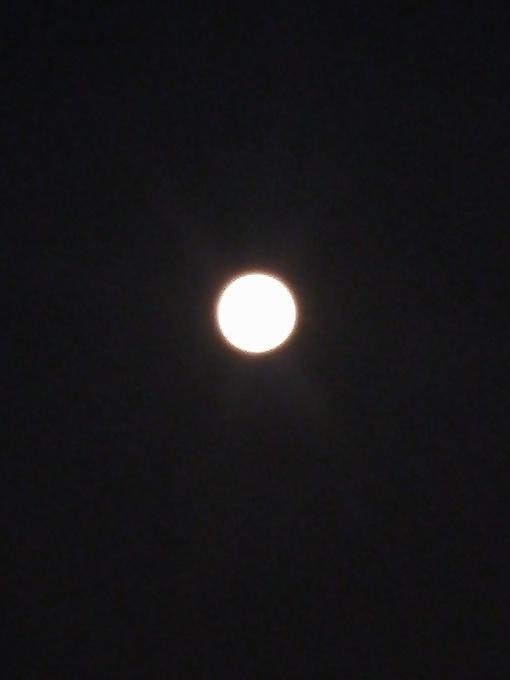 十五的月亮十六圆,月圆人团圆.