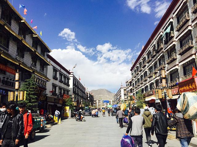 拉萨市八廓街_八廓街是是拉萨著名的转经道和商业中心,藏族人称为\