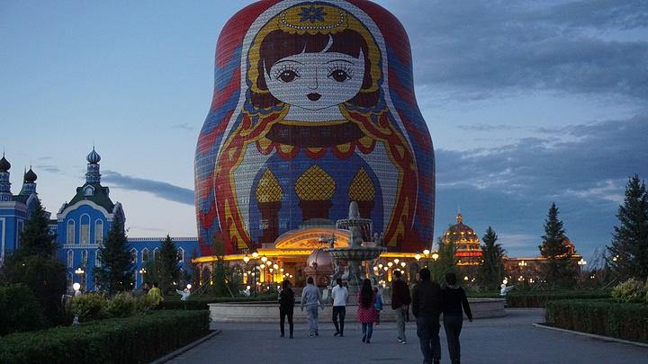 满洲里最具标志性的旅游景区,应该还要数套娃广场.