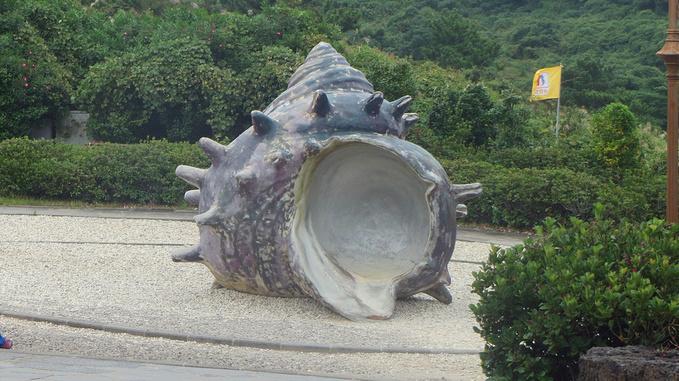 柱状当代艺术雕塑作品