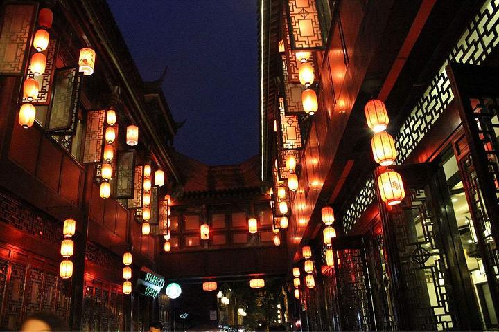 游玩武侯祠 锦里 感受成都的慢生活 吹唐人的小贩 街边和喝盖碗茶的