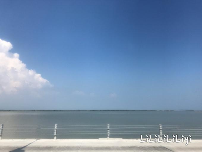 """广东阳江海陵岛被中国国家地理誉为""""中国十大最美海岛""""之一,海陵岛(闸坡)位于广东粤西南海边,中国4A级风景区,四面环海,有""""南方北戴河""""、""""东方夏威夷""""的美称。 进入大角湾是需要门票的,有两种门票,一种是单次入园,另一种是两日内多次入园。多次入园的门票是,首次入园的时候验票并录入指纹,之后就不用门票了,验指纹进入就行。 天热晚上会有活动:沙滩音乐节,晚上入园是不能下水的。 大角湾里没有免费换衣服的地方,冲水要5元的费用,里面什么样子我"""