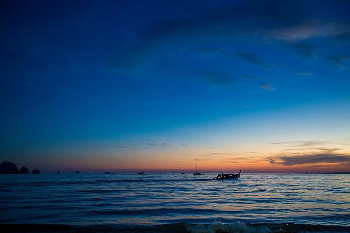 人与海边风景图片真实