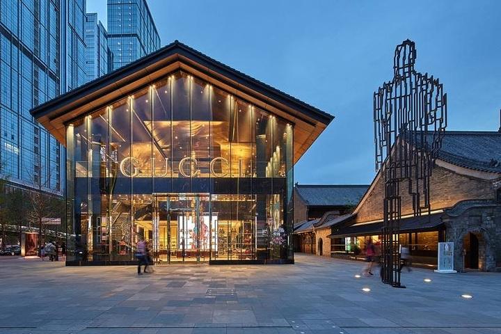 远洋天河里有点像广州的太古,集购物,娱乐,饮食于一身的商业中心,我们贵吗邦正设计图片