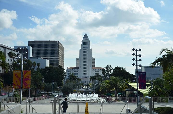 電梯登頂后的會議室合影以及頂層觀景臺洛杉磯風景.