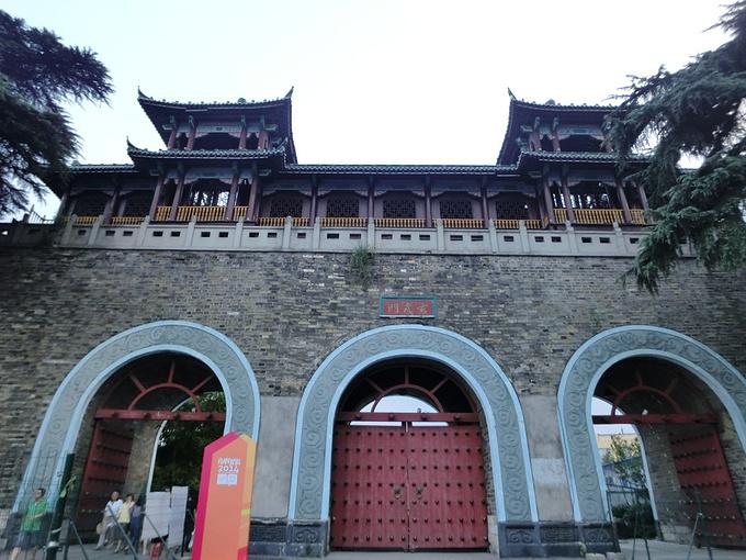 南京玄武湖大门手绘