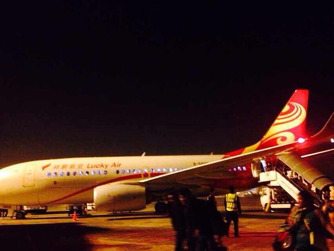 飞机降落昆明机场,到家了