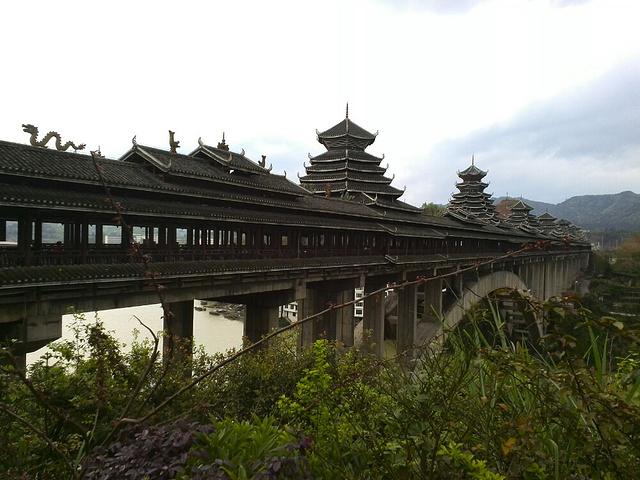 6最有代表性的建筑就是三江风雨桥,横跨两岸 三江侗乡评论 去哪儿