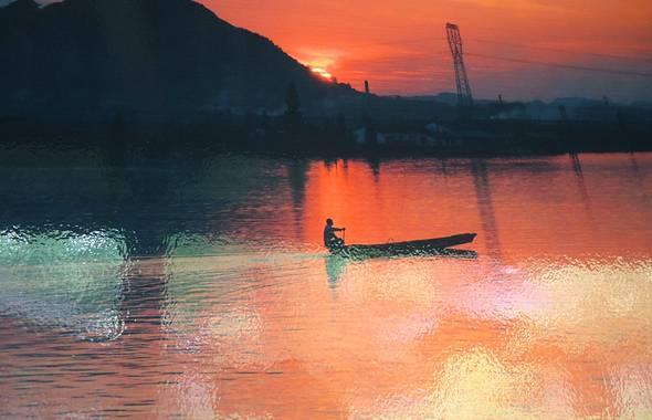 建议从柯桥风景区进去游玩,然后差不多傍晚的时候到鉴湖,可以看夕阳