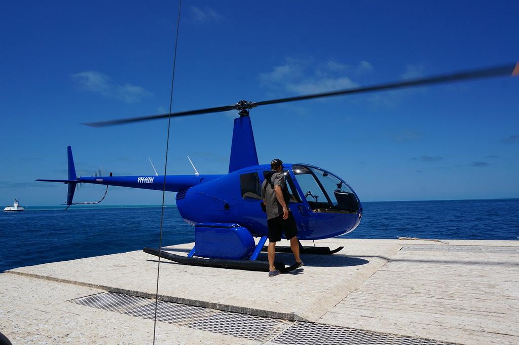 海上的直升机停机坪