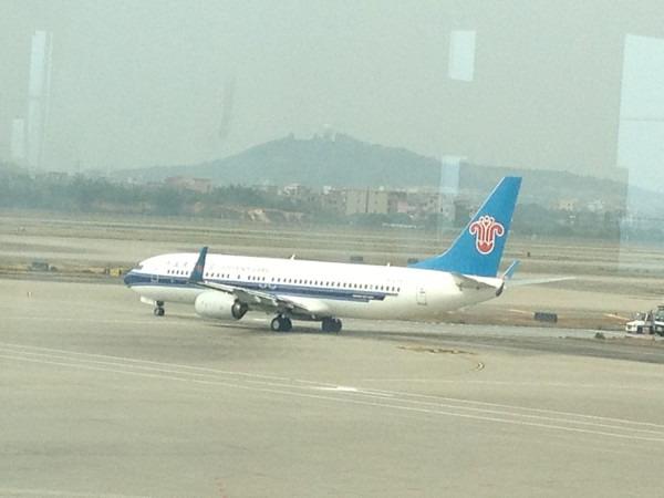 经过两个多小时的飞行,我们顺利抵达了桂林两江机场,天空稍有些飘小雨图片