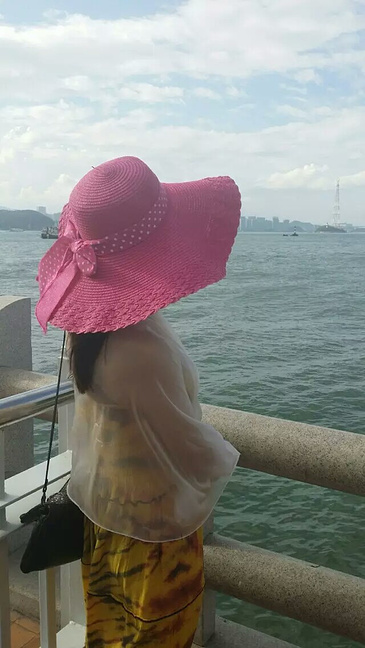 qq头像闺蜜两张分开 海边背影